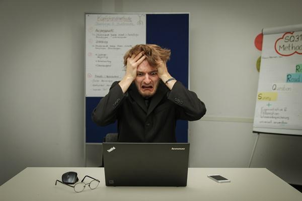 仕事のミスが多い人の5つの原因と改善するための思考法