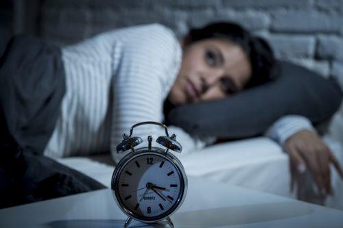 仕事が不安で眠れない…辛い今を変えるための心の向き合い方