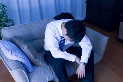 仕事に行くのが辛い…吐き気や頭痛がするのに働くべき?